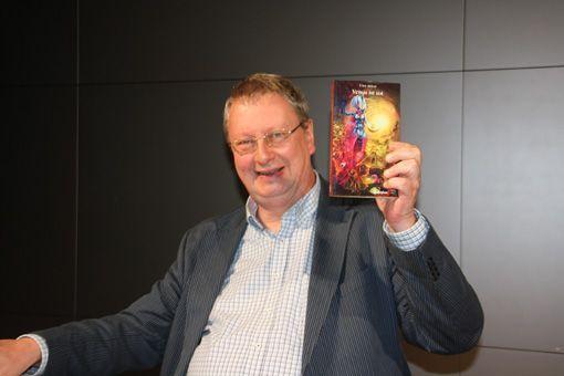Anthologie: Bei seiner Lesung präsentierte Uwe Anton auch das Buch »Venus ist tot«, das im Fabylon-Verlag erschienen ist. Bild: Dominik Kühl.