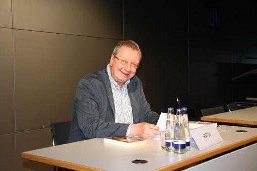 Autorenlesung: Uwe Anton las in Tutzing sowohl PERRY RHODAN- als auch allgemeine Science-Fiction-Texte vor. Bild: Dominik Kühl.